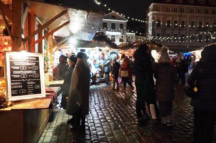 В Таллине встречают Рождество и изгоняют маски и другие ковидные запреты (ВИДЕО)