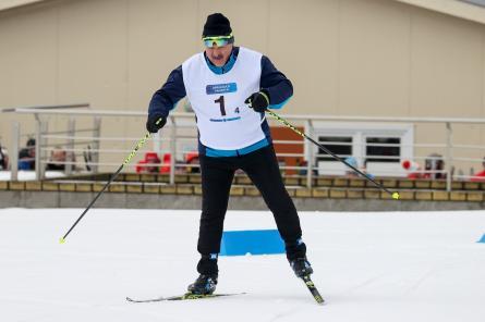 Лукашенко победил в лыжной гонке, обойдя падающих соперников (ВИДЕО)