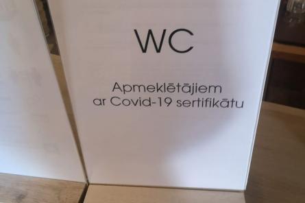 Нет прививки – писай на дерево! Деление людей в Латвии достигло нового дна?