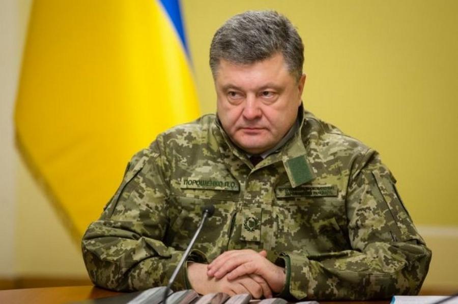 Главнокомандующий Петр Порошенко.