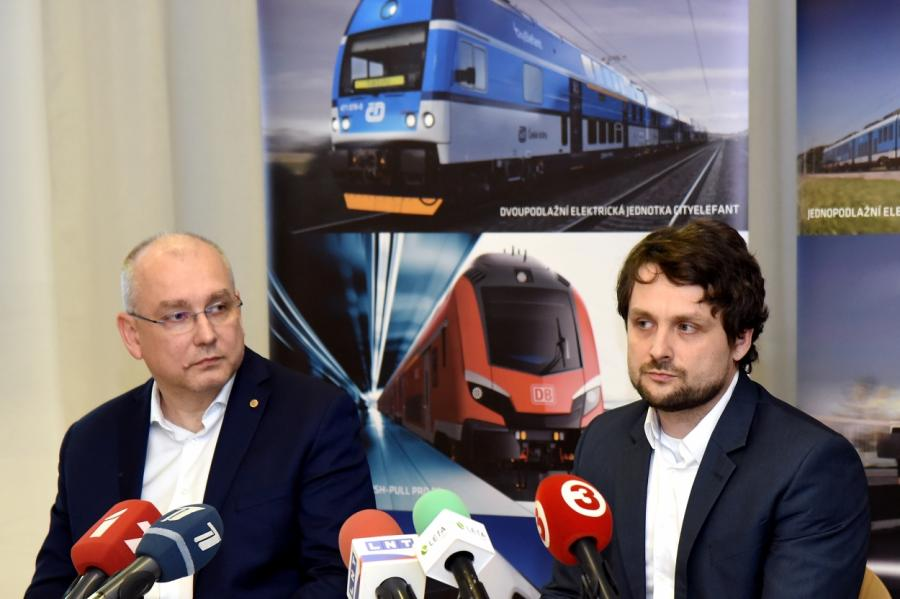 Представители предприятия Škoda Vagonka, фото LETA