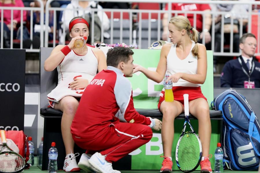 Матч в«Арена Рига» завершился победой латвийской пары Алена Остапенко— Диана Марцинкевич.