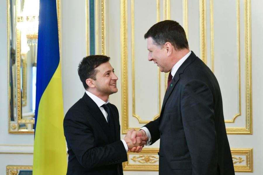 Два президента: Зеленский (слева) иВейонис (фото: пресс-служба президента Украины)