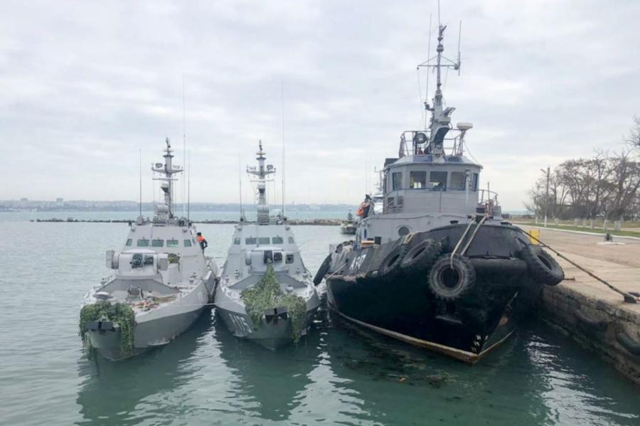 Украинские катера ибуксир остаются вроссийском плену.