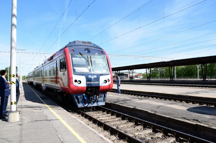 Дизельный поезд наЦентральном вокзале Риги, фото LETA