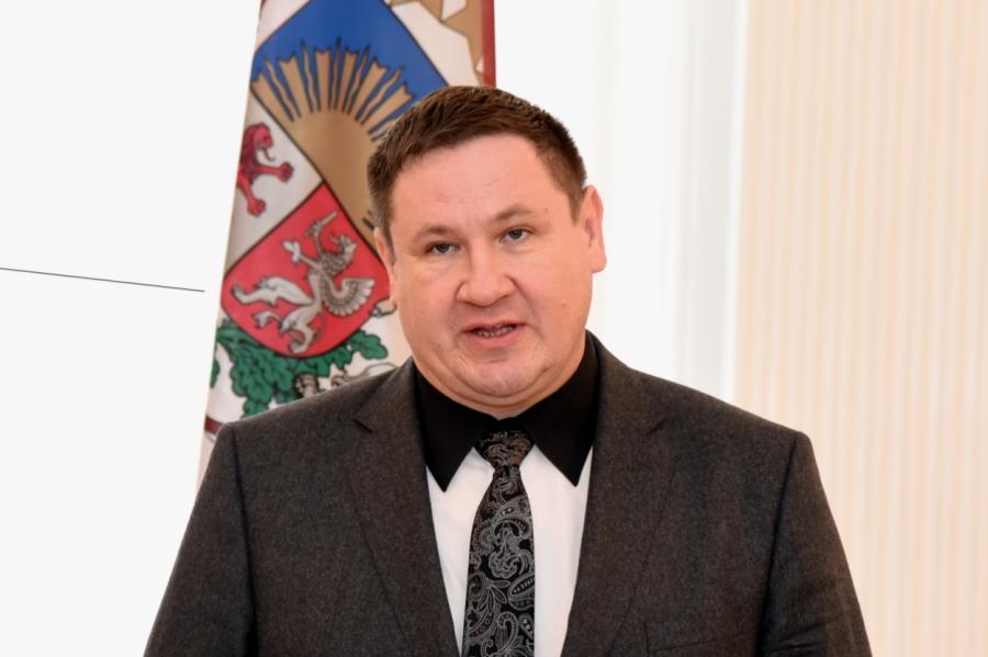 Эгилc Хелманис наприеме врезиденции президента Латвийской Республики.