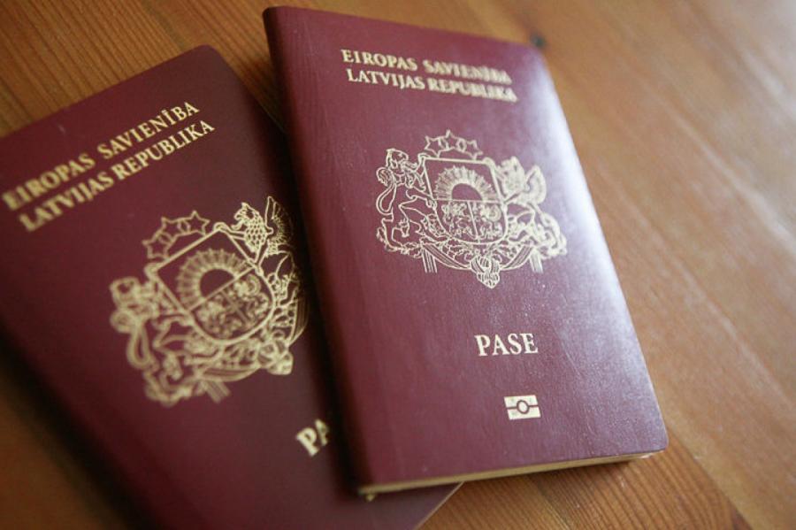 Рижанка негодует: так много людей все еще говорят на русском! Им гражданство?!