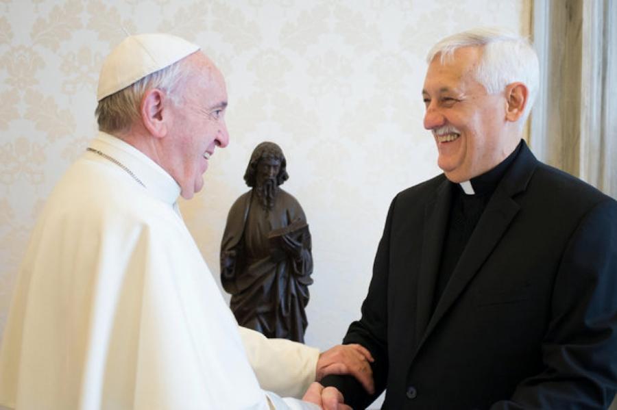 Глава ордена иезуитов Сосе вместе сПапой Римским вВатикане