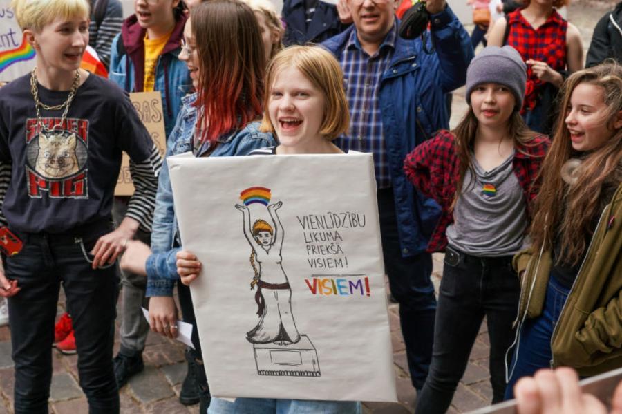 В международный день против гомофобии у Сейма Латвии даже дети требовали разрешить однополые браки, фото © Sputnik