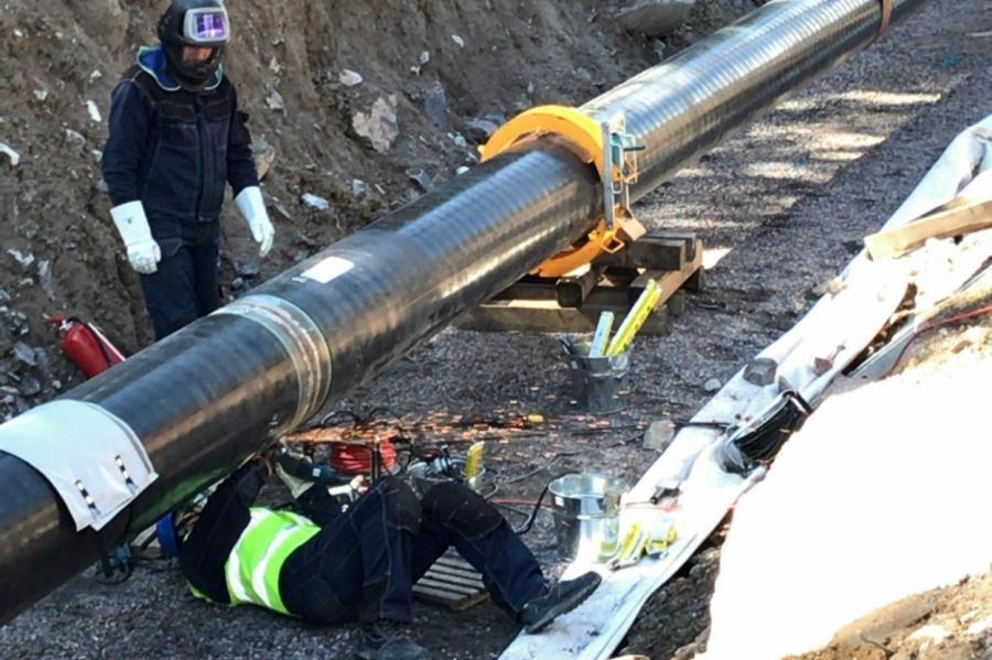 Рабочие монтируют Balticconnector в Финляндии (2018 год).