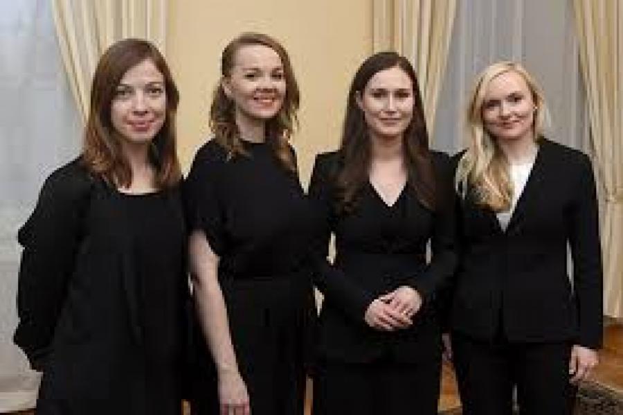 Это - новые финские министры. Премьер-министр вторая справа