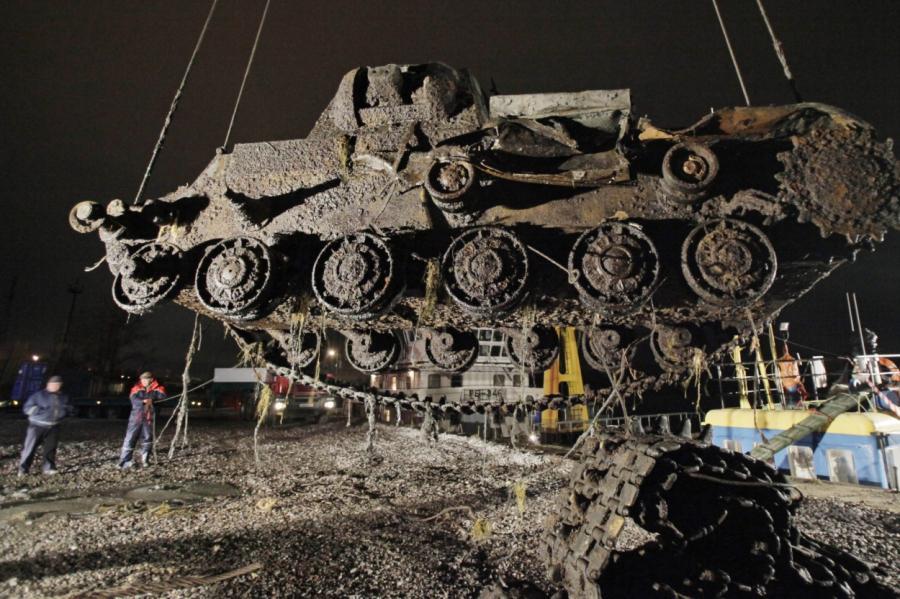 Танк КВ-1, найденный под Санкт-Петербургом в 2011 году.
