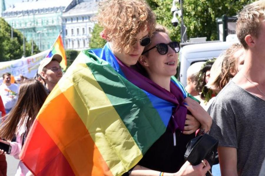 Фото: гей-парад в центре Риги, Zane Bitere / LETA