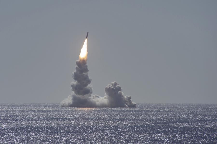 Испытания ракеты Trident II.