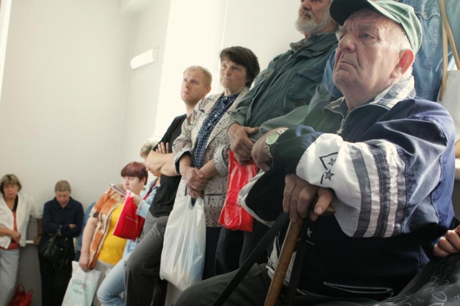 Очередь для подачи документов на приватизацию недвижимости. 2006 год, Рига.