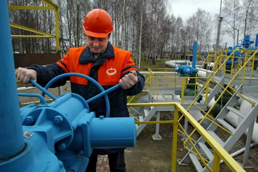 """Насосная станция нефтепровода """"Дружба"""" у белорусских Бобровичей."""
