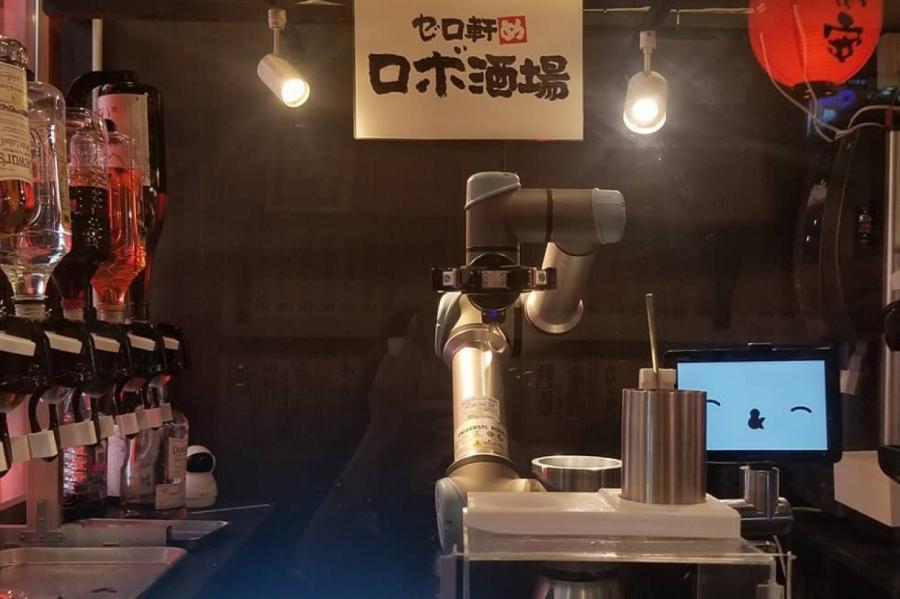 Робот-бартендер в пабе Yoronotaki, Токио © INSTAGRAM.COM/YOKOSAEKI/