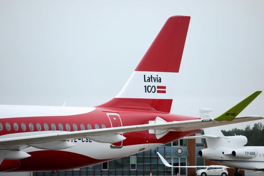 Что будет с рейсами airBaltic во время коронавируса? Люди хотят улететь в ближайшее время! Фото, LETA