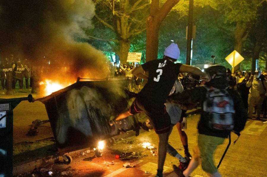На фото: беспорядки в Вашингтоне.