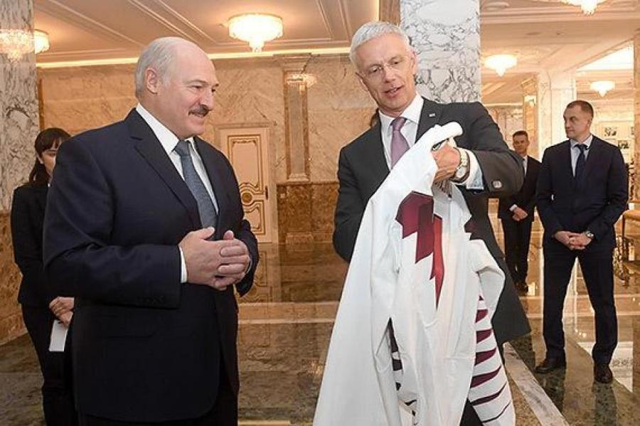 Александр Лукашенко и Кришьянис Кариньш   Foto: LHF