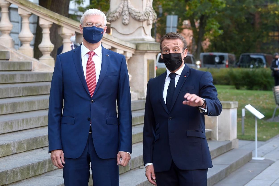 Эммануэль Макрон и премьер-министр Латвии Кришьянис Кариньш.
