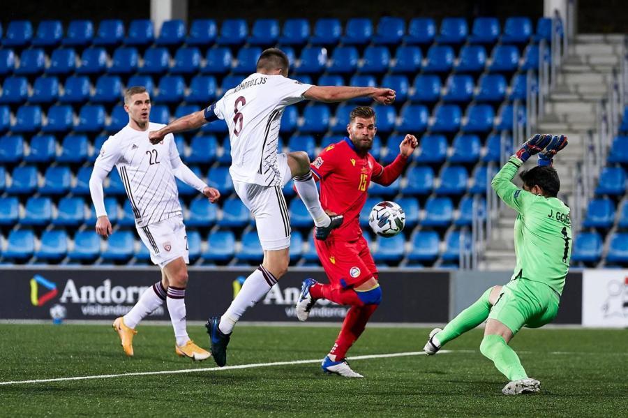 Фрагмент матча сборных Андорры и Латвии, в котором гости наконец–то праздновали свою первую победу в Лиге наций УЕФА.