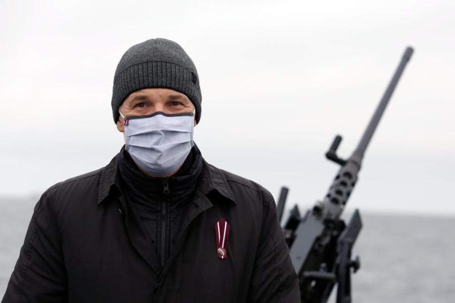 Пабрикс опасается ковида даже в море… Министр позирует на борту патрульного судна P–06