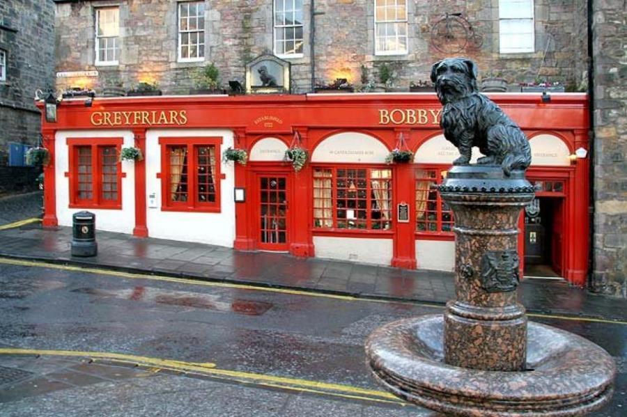 Памятник преданному Бобби. Установлен в Эдинбурге в 1873 году.