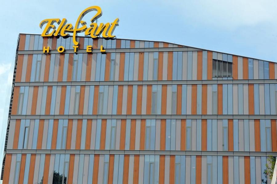 """Отель """"Элефант"""" в Риге первым принял """"ковидных"""" постояльцев."""