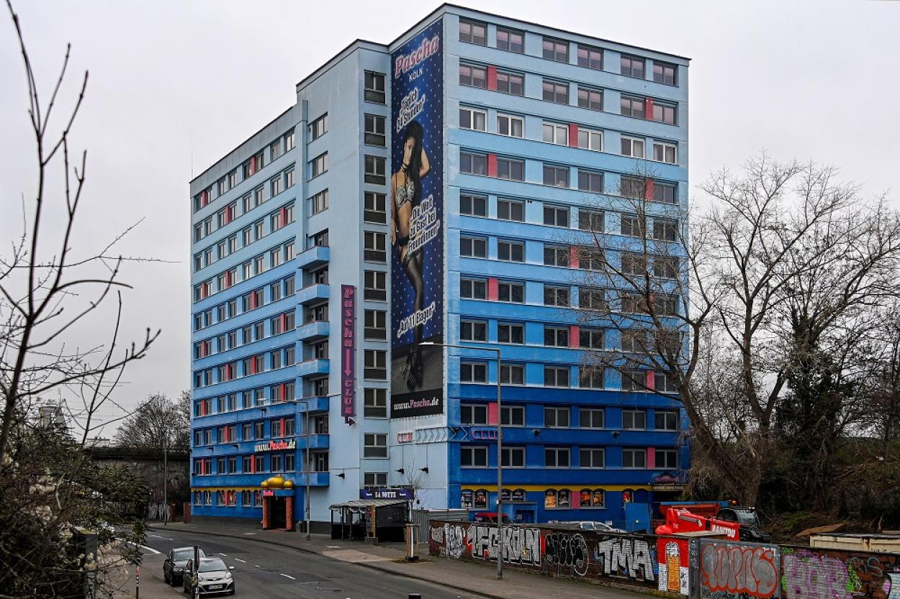 11-этажный эротический центр был открыт в Кельне в первой половине 1970-х годов.
