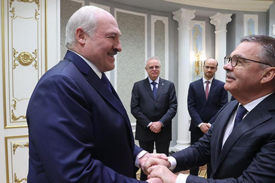 Фазелю будет непросто выскользнуть из объятий Лукашенко. Фото - president.gov.by
