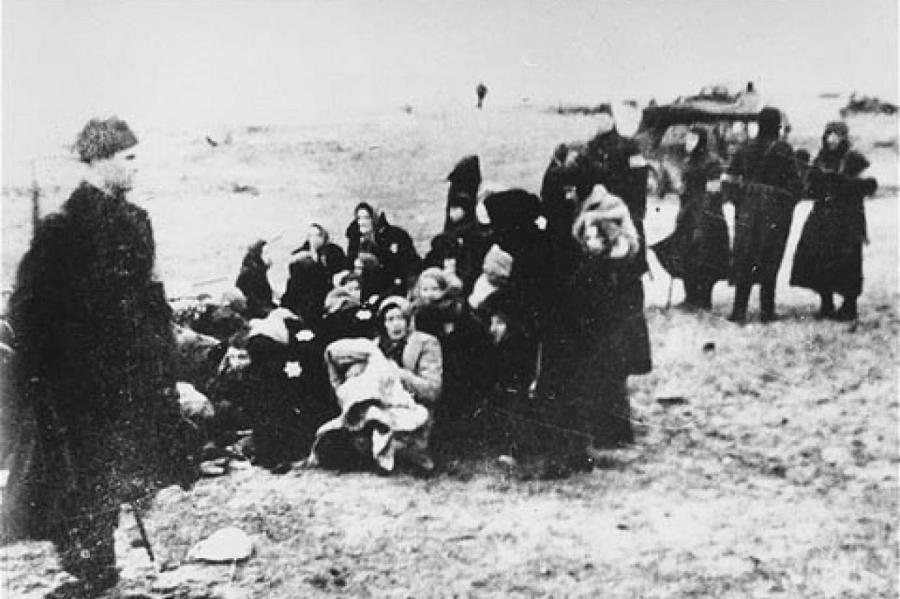 Один из расстрелов евреев в Латвии, в которых принимала участие команда Арайса.