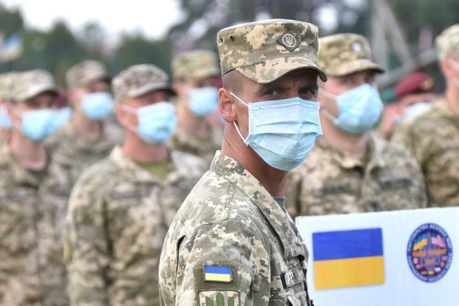 Из-за обстрела наДонбассе умер  украинский военный