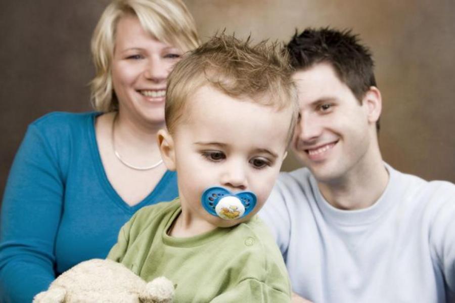 Молодые люди не ищут новых знакомств, а значит не создают новые семьи... а значит... Фото: www.globallookpress.com