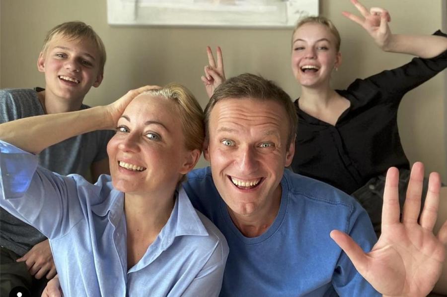Навальный с семьей.