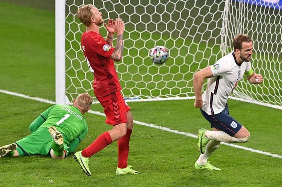 Сборная Англии впервые на чемпионатах Европы по футболу добирается до финала. Все решил гол Гарри Кейна на 104–й минуте.