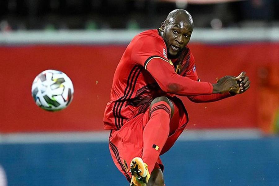 Один из главных трансферов этого лета на футбольном рынке — возвращение нападающего сборной Бельгии Ромелу Лукаку в Англию.