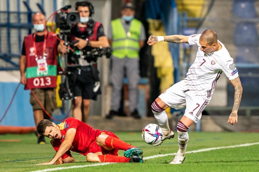 Фрагмент матча в Подгорице с участием сборных Черногории и Латвии.