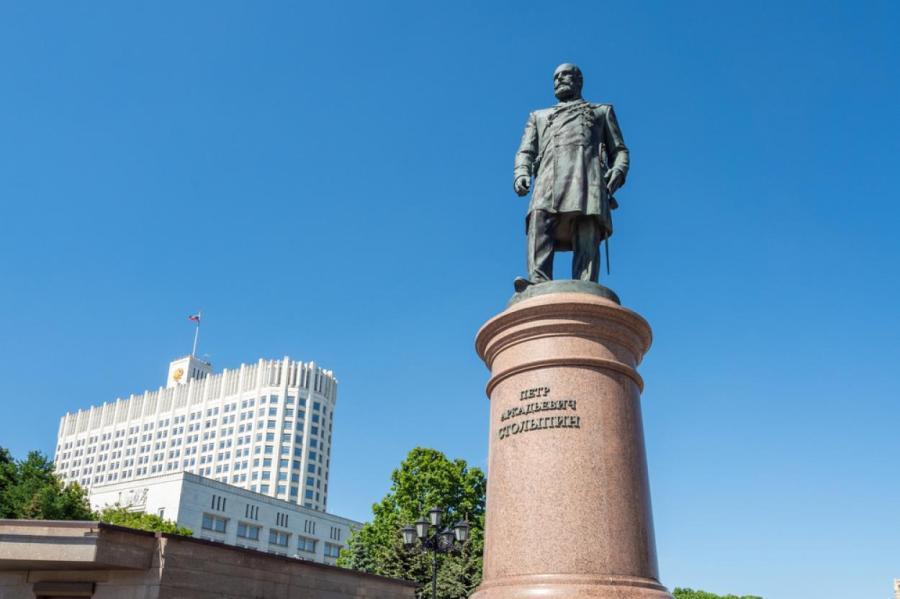 Памятник Столыпину в Москве.