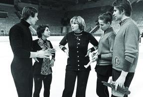 Татьяна Тарасова (в центре) и Александр Зайцев, Ирина Роднина (слева), Ирина Моисеева и Андрей Миненков.