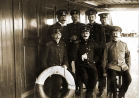 Группа офицеров ледокольного парохода