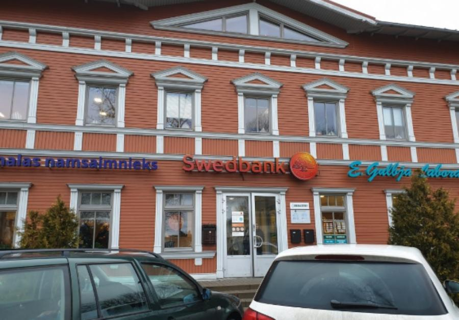 Ещё недавно здесь был Swedbank... атеперь и«след его простыл!»