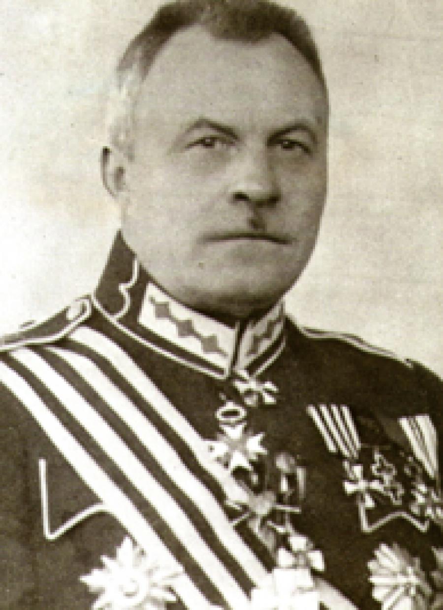 НКВД предлагалось поверить, что главком армии Беркис— дурак.
