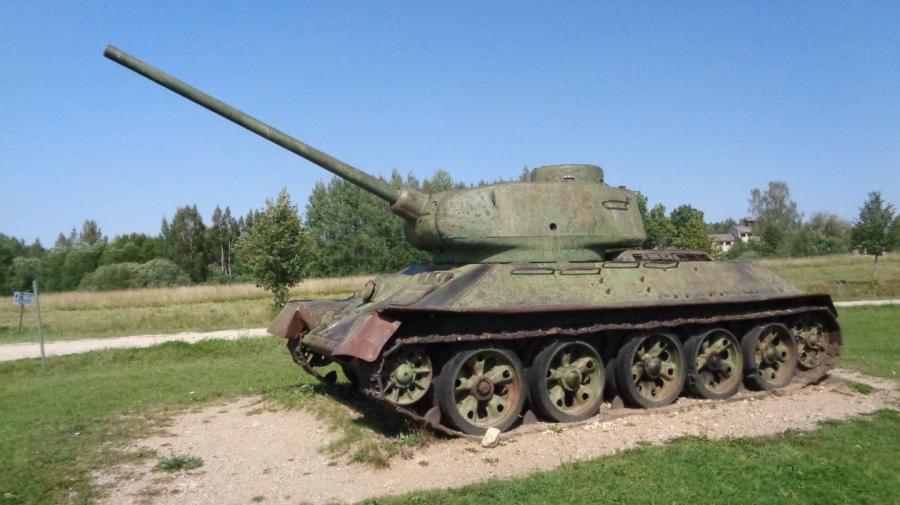 Пять Т–34 подбили у Море.