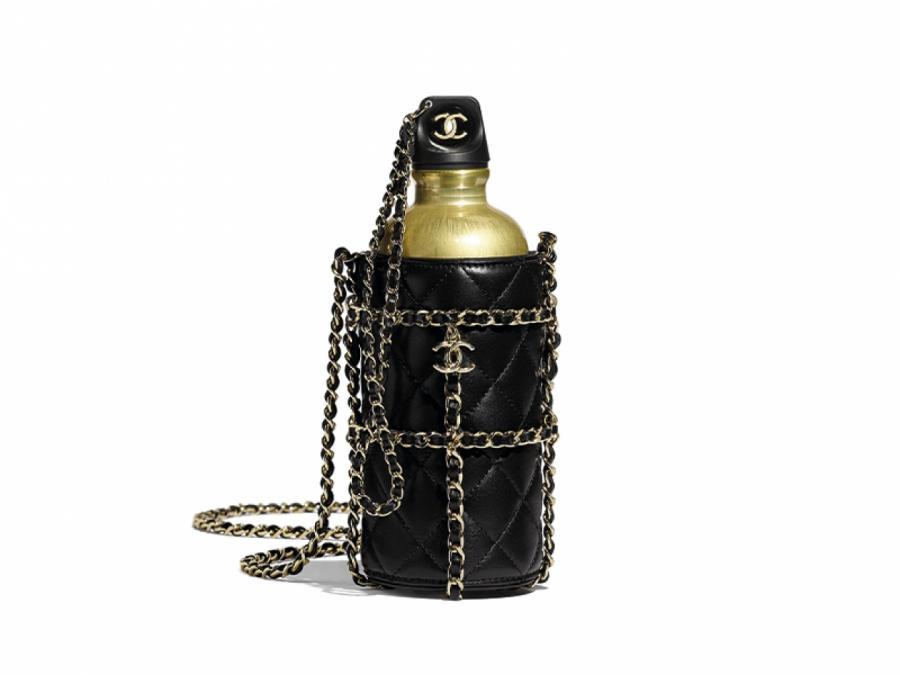 Металлическая бутылка на ремне Chanel, 360 300 руб. (Chanel) © ПРЕСС-СЛУЖБА