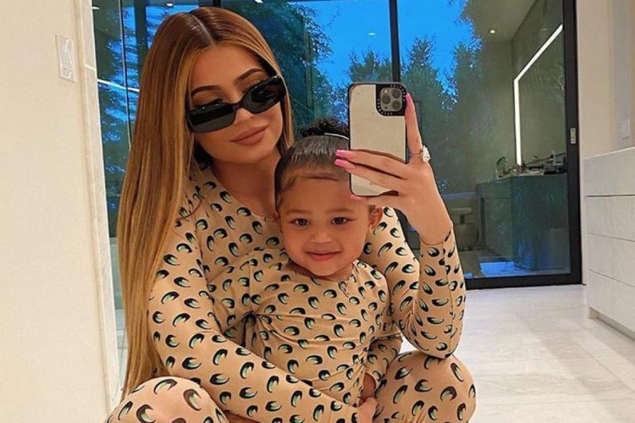 Кайли Дженнер ушла на самоизоляцию вместе с дочерью instagram.com/kyliejenner