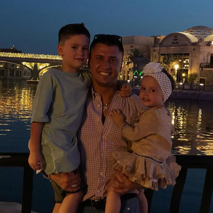 Павел Прилучный с детьми  ФОТО Instagram