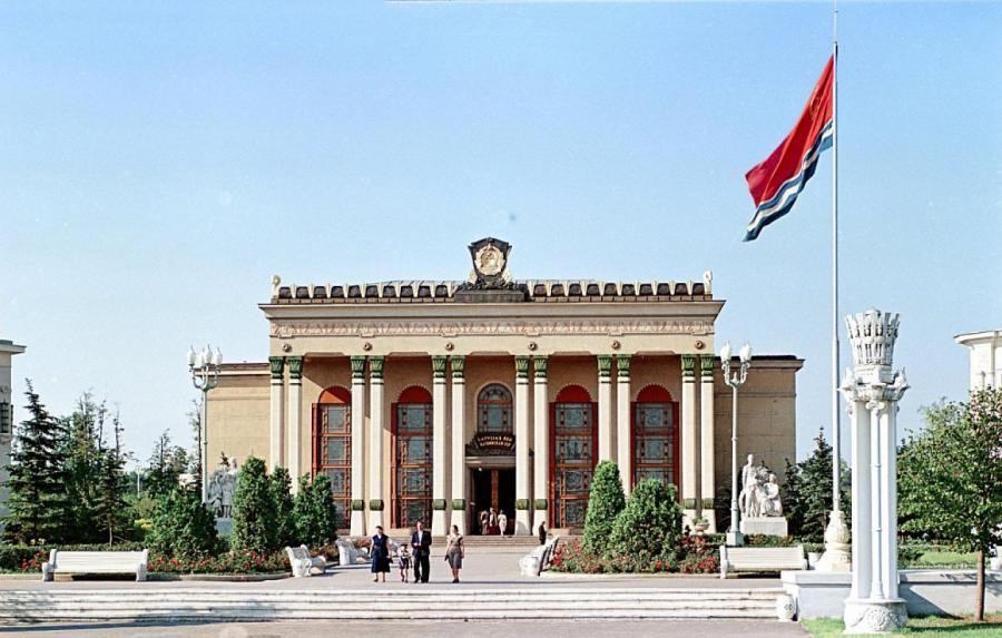 Павильон Латвийской ССР на ВДНХ в Москве.