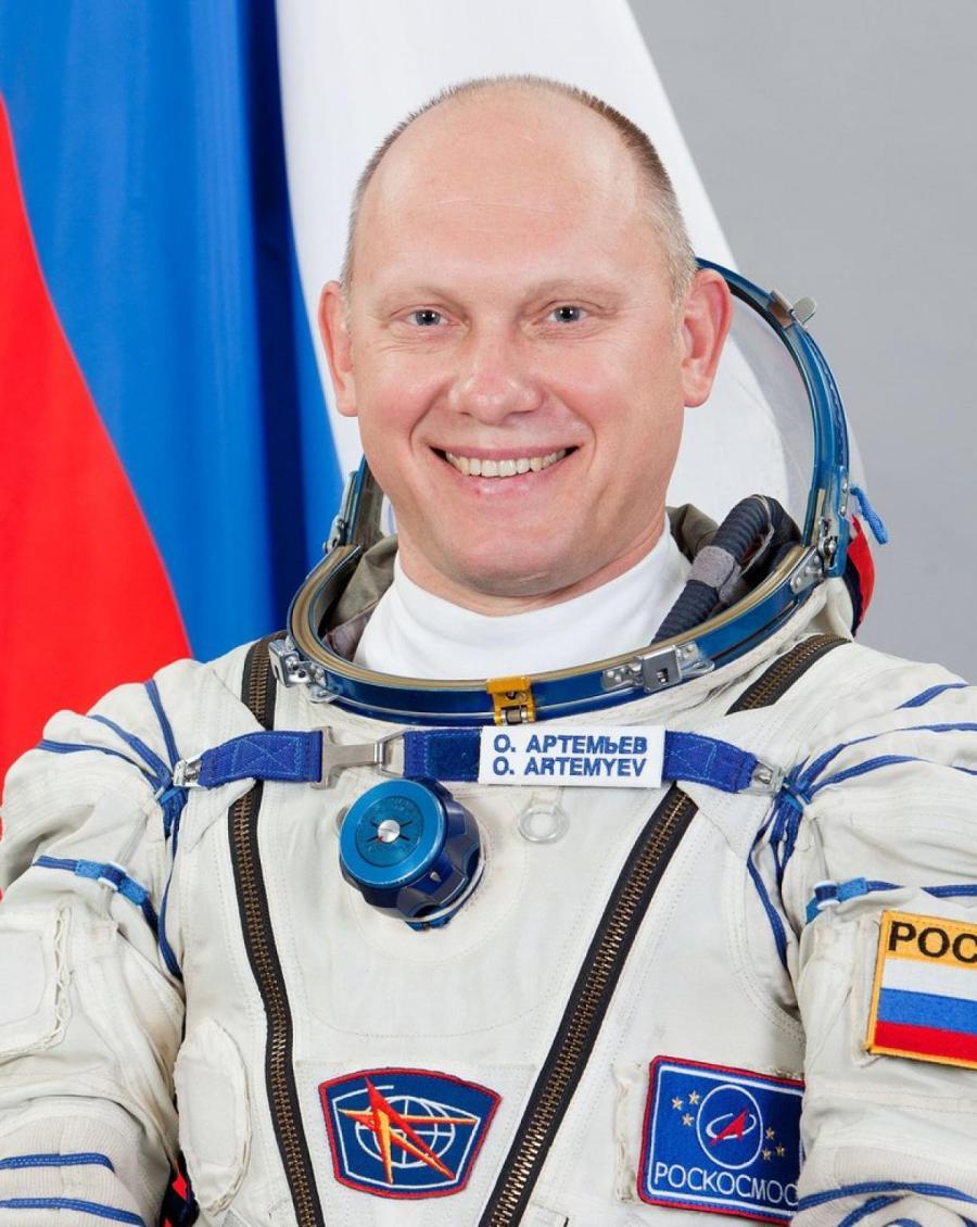 Олег Артемьев.