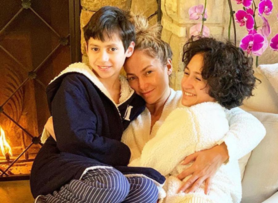 Дженнифер Лопес с детьми ФОТО Gettyimages.ru/Instagram